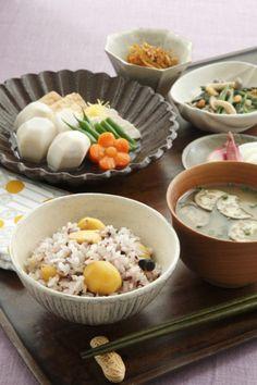 雑穀&栗ごはん 里芋と鶏肉のたき合わせ ほうれん草のピーナッツ和え きんぴらごぼう みょうがの甘酢付け&かぶの漬物 茄子の味噌汁