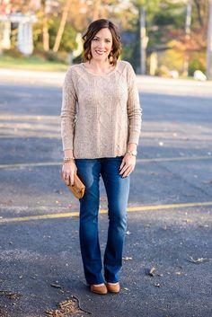 Thanksgiving Outfit Idea: oatmeal textured sweater with bootcut jeans and cognac suede pumps