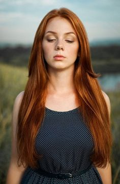Long smooth copper red hair and fair skin – a beautiful combination! Stunning Redhead, Beautiful Red Hair, Gorgeous Redhead, Rich Hair Color, Copper Red Hair, Red Heads Women, Freckles Girl, Red Hair Woman, Corte Y Color