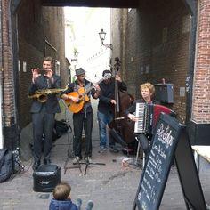 Feest in het Hofkwartier ook in de Oude Molstraat 18 voor een schilderworkshop! #oudemolstraat #hofkwartier # denhaag #schilderworkshops #creatieveworkshops #schilderen #schilderij #zuidholland #hofkwartier #