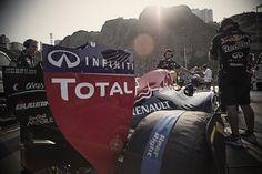 Red Bull Racing gösteri aracı ile Lima sokaklarına çıkan Carlos Sainz ile aksiyona daldık. İzleyin!