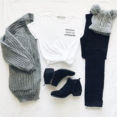 "Find and save images from the ""Moda"" collection by tatiana (tatanatatiana) on We Heart It, your everyday app to get lost in what you love. Girls Fashion Clothes, Teen Fashion Outfits, Mode Outfits, Fashion Ideas, Style Clothes, Cute Casual Outfits, Stylish Outfits, Mode Turban, Vetement Fashion"