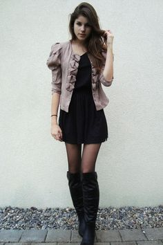 Dresses with Tights and Boots | BOTAS MOSQUETERAS | Moda | Foros Vogue