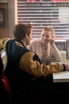 Apr 2020 - Read ✴ Riverdale ✴ from the story Fondos. by (°•PATATA•°) with 840 reads. Riverdale Archie And Betty, Riverdale Cheryl, Riverdale Cast, Lili Reinhart, Cole Sprouse, Dylan Sprouse, Good Girl Quotes, Stranger Things, Riverdale Quotes