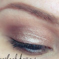 These soft and neutral tones are perfect for everyday wear. No need to overdo it, let your natural beauty shine with this how-to tutorial.