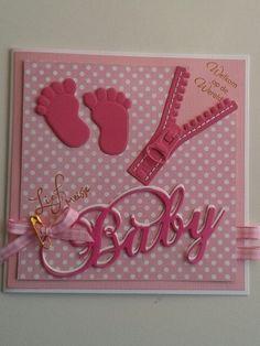 Roze geboortekaart voor meisje met rits en voetjes. Met stempel...lief meisje... Welkom op de wereld...