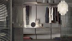 Paneles Stripe para un vestidor de diseño.