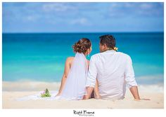 www.rightframe.net - Beautiful Destination Waimanalo Beach Wedding in Oahu. photography, photographer, weddings, photos, bride , groom, hawaiian, romantic, ideas, Bellows, Lanikai, couple, bouquets, lei.