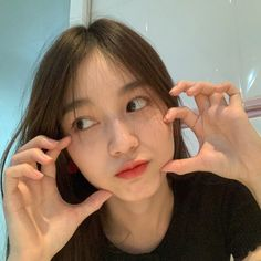 Kpop Aesthetic, Aesthetic Girl, Aesthetic Clothes, Cool Kidz, Natural Prom Makeup, Best Photo Poses, Pretty Asian Girl, Uzzlang Girl, Cute Girl Face