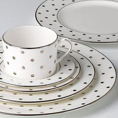 Polka Dot dishes, need to mix and match with solid plates