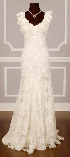 Vintage chantilly lace wedding dress -- I don't think I've seen a dress that I've loved more