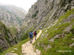 Bulnes Cabrales. Ruta para llegar caminando a Bulnes. Canal del Texu. [Más info] http://www.desdeasturias.com/bulnes-picos-de-europa/