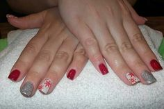 Red snowflake w. accent nails.