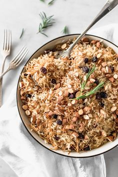 Let's talk Christmas traditions! In Perú one of the most common side dishes to the all-classic turkey is Arab rice but we take a spin on the recipe. Bean Recipes, Rice Recipes, Side Dish Recipes, Side Dishes, Healthy Recipes, Arab Rice, Arabic Rice Recipe, Vegetarian Recipes Dinner, Dinner Recipes