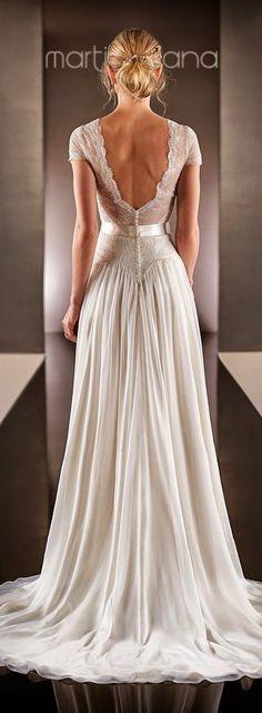 Vestido de novia, falda con caída de gasa y espalda escotada