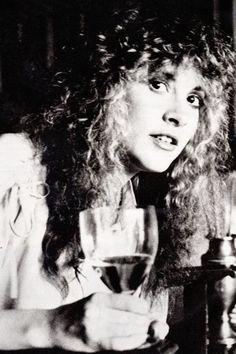 Silhouette of a Dream - crystallineknowledge: Such a sweet face! Rock And Roll Fantasy, Buckingham Nicks, Rock Queen, Stevie Nicks Fleetwood Mac, Women Of Rock, Best Rock, Digital Art Girl, Rock N, Female Singers