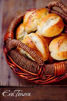 Dalamanky Czech Bread with Caraway. Dalamanky - Czech bread with caraway (in Bulgarian) Bread Bun, Pan Bread, Bread Rolls, Bread Baking, Slovak Recipes, Czech Recipes, Bread Recipes, Baking Recipes, Best Homemade Bread Recipe