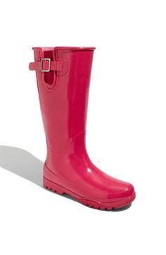 love these rain boots.