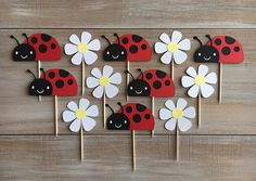 face Sweet cupcake toppers for your little ladybug! You will receive 6 ladybugs and 6 flowers. Ladybugs measure 1 x 2 and flowers measure just unde Bumble Bee Cupcakes, Ladybug Cupcakes, Animal Cupcakes, Ladybug Party, Kitty Cupcakes, Snowman Cupcakes, Giant Cupcakes, Diy And Crafts, Crafts For Kids