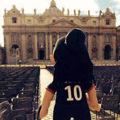 Petite visite au Vatican pour #Zlatan ! #PSG #Paris #TeamPSG #AllezParis #Poupluche cc.@Poupluche  - @poupluche_fans - 1 août 2014