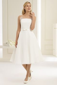 Bianco Evento manufactures beautiful wedding bridal dresses for women seeking the perfect blend of elegance and sophistication. Budget Wedding Dress, Affordable Wedding Dresses, New Wedding Dresses, Cheap Wedding Dress, Designer Wedding Dresses, Bridal Dresses, White Lace, White Dress, Wedding Lounge