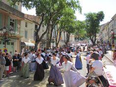 Les Arlésiennes, procession de la Saint Eloi, Chateaurenard, Provence, France