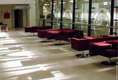 Lope de Vega Public Library, Madrid Spanien.  Mit 3000 m² heißt diese Bibliothek in Madrid jeden Tag eine große Anzahl von Besuchern Willkommen. Der Korkboden hält dabei der hohen Belastung stand und reduziert gleichzeitig die akustische Lärm-Übertragung. Dadurch wird weiterhin die Ruhe innerhalb der Bibliothek garantiert.  Quelle: Amorim #Kork