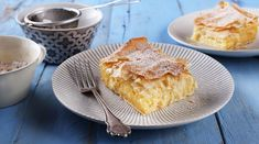 Bougatsa, Greek Greasy Pie - Recipes Tasty Living - Gastronomy for the Meal . Parma, Pie Recipes, Apple Pie, Hamburger, Deserts, Food And Drink, Yummy Food, Bread, Meals