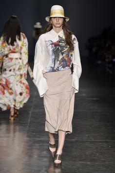 Por Camila Yahn e Carolina Vasone Because I'm happy Um dos papeis da moda é…