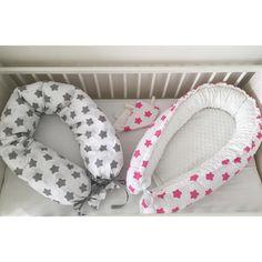 Kojící polštář a hnízdečko s minky ⭐️ #sitinejenpromiminka#sewing#love#baby#miminko#babygirl#handmade#hobby#sewingforkids#decoration#hnizdecko#zavinovacka#chevron#homewithlove#fabrics#kids#room#bedroom#šití#littleprincess#inspirace#czech#design#dětskýpokoj#minky#bavlna#pink#mint#stars#princezna