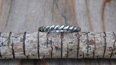 Anillo de plata trenzado : Silver braided ring - Especial para llevarlo junto con otros anillos pero se puede llevar solo también. | {Etsy}