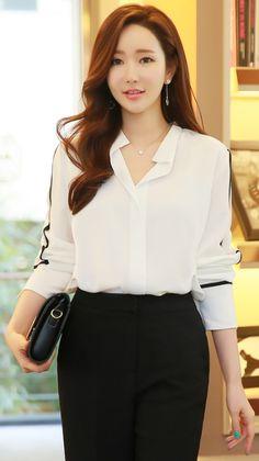 StyleOnme_Contrast Color Line Scarf Set Blouse #black #white #koreanfashion #blouse #elegant #feminine #seoul Business Outfits, Business Attire, Business Fashion, Formal Skirt, Fashion Outfits, Womens Fashion, Work Fashion, Summer Blouses, Trouser Suits