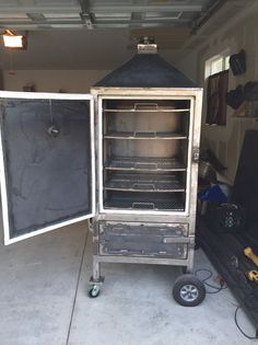 A smoker build by one of our subscribers including lots of photos of how he fabricated it.
