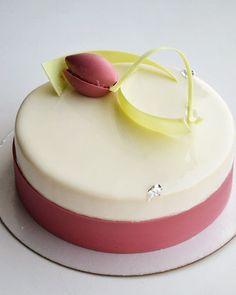 Добрый вечер!) ребята, у меня остался  один свободный торт. Кому? Шоколад-ваниль! Забрать можно будет завтра с 11 до 14 на Народной. Цена 2000р. Пишите сегодня, что бы я успела его подготовить для вас. С наступающим праздником, девочки! .