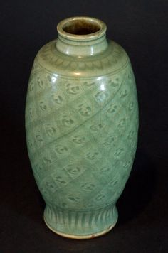 "Ming Dynasty Chinese Longquan Celadon Vase Size:H:9"", W:4"""