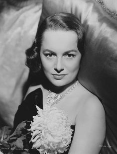 Lover of old hollywood and anything vintage. Hollywood Star, Classic Hollywood, Olivia De Havilland, British American, Katharine Hepburn, Lonely Heart, Fashion Tv, Classic Movies, Hollywood Actresses