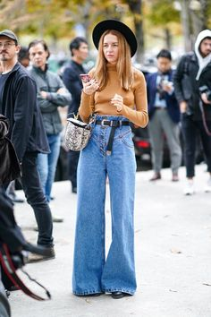 70s Outfits, Hippie Outfits, Fall Outfits, Casual Outfits, Cute Outfits, Fashion Outfits, Jeans Trend, Jeans Outfit Winter, Loose Jeans Outfit