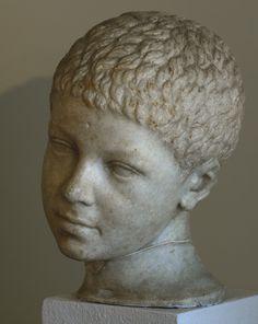 Портрет мальчика. Мрамор. Конец II в. до н. э. Инв. № 361 / VIII/17.Венеция, Национальный археологический музей.