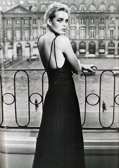 Margaux Hemingway by Helmut Newton for French Vogue, 1975 via tambourine-girl.tumblr.com