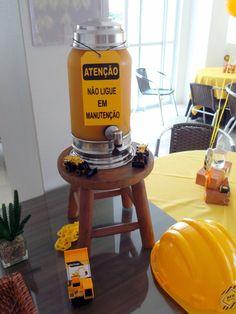 Suqueira com suco de laranja natural! Tema Festa Trator!