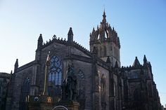 A Scottish New Year's tale: Glasgow and Edinburgh - Backpack Globetrotter Glasgow, Edinburgh, Scottish New Year, Greyfriars Bobby, Heritage Site, Old Town, Cemetery, Barcelona Cathedral, United Kingdom
