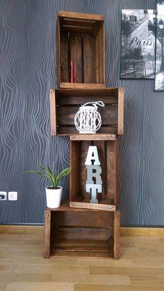 étagère modulable à l'infini crééee avec des anciennes caisses eb bois