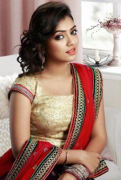 Nazriya Nazim- she is just soooo perfect! Beautiful Girl Indian, Beautiful Saree, Beautiful Indian Actress, India Beauty, Asian Beauty, South Indian Bride, Indian Models, Indian Celebrities, Indian Beauty Saree