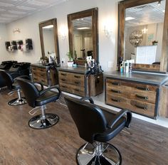 The Rustic Brush Hair Lounge at 329 Main St. in Wallingford Friday February 9 Dave Zajac Record-Journal Barber Shop Interior, Barber Shop Decor, Hair Salon Interior, Salon Interior Design, Interior Design Software, Home Hair Salons, Home Salon, Beauty Salon Decor, Beauty Salon Design