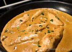 Kyckling i krämig ädelostsås - Johanna Toftby I Foods, Thai Red Curry, Food And Drink, Chicken, Meat, Ethnic Recipes, Prom Dresses, God, Dios