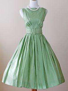 1950s Dress / 50s Dress Full Skirt // Apple-onia. $164.00, via Etsy.