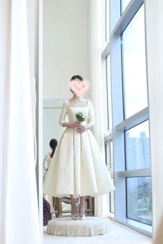 White dress Minimal Wedding Dress, Minimalist Wedding Dresses, Civil Wedding Dresses, Dream Wedding Dresses, Gown Wedding, Lace Wedding, Bridal Outfits, Bridal Dresses, Engagement Dresses