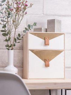 Upcycling-Idee für alte Schubladen: Ordnung auf dem Schreibtisch mit Holzboxen / upcycling inspiration for wooden storage boxes, workplace via DaWanda.com