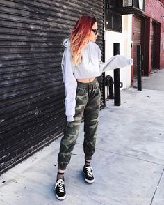 41 Cute Sporty Outfits for School You Must Try - Sporty Style 💦 Cute Sporty Outfits, Sporty Style, Edgy Outfits, Simple Outfits, Outfits For Teens, Tomboy Winter Outfits, Tomboy Street Style, Edgy Style, Sporty Look