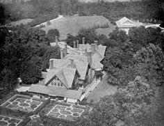 An aerial view of William Collins Whitney 's ' The Manse ' by McKim, Mead & White in Old Westbury . This view gives you an idea of how imm. Old Mansions, Mansions Homes, William Collins, American Mansions, Tudor Style Homes, Victorian Photos, English House, American Country, Historic Homes